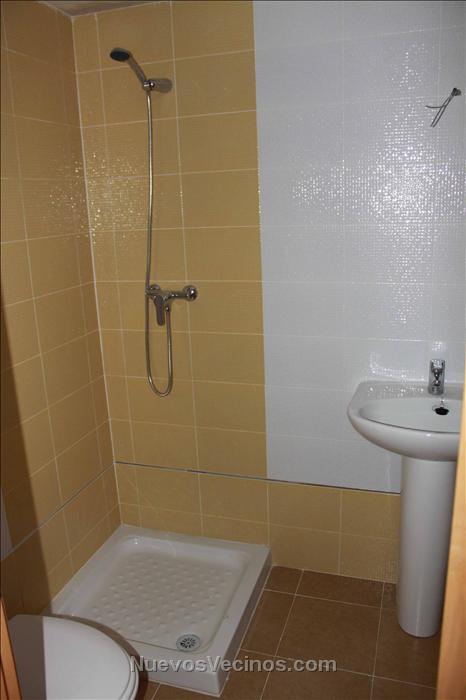 Residencial Azalea - Fotos - Cuarto de aseo amarillo ...