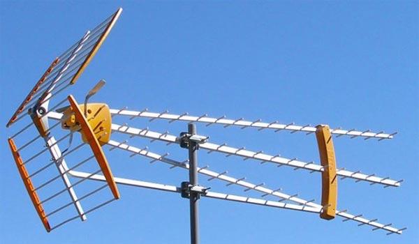 La comunidad y sus antenas for Antenas de tv interiores